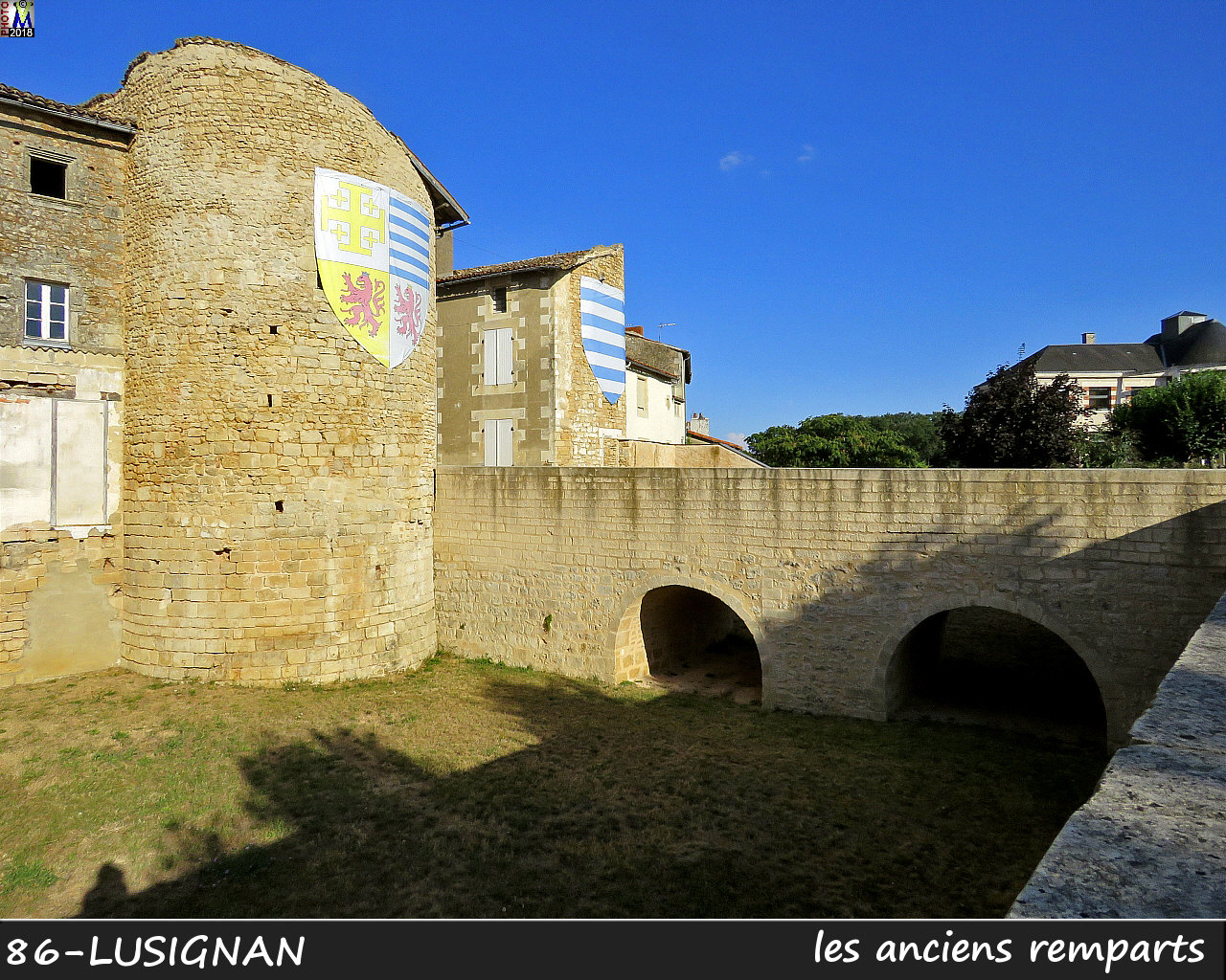 86LUSIGNAN_remparts_1002.jpg