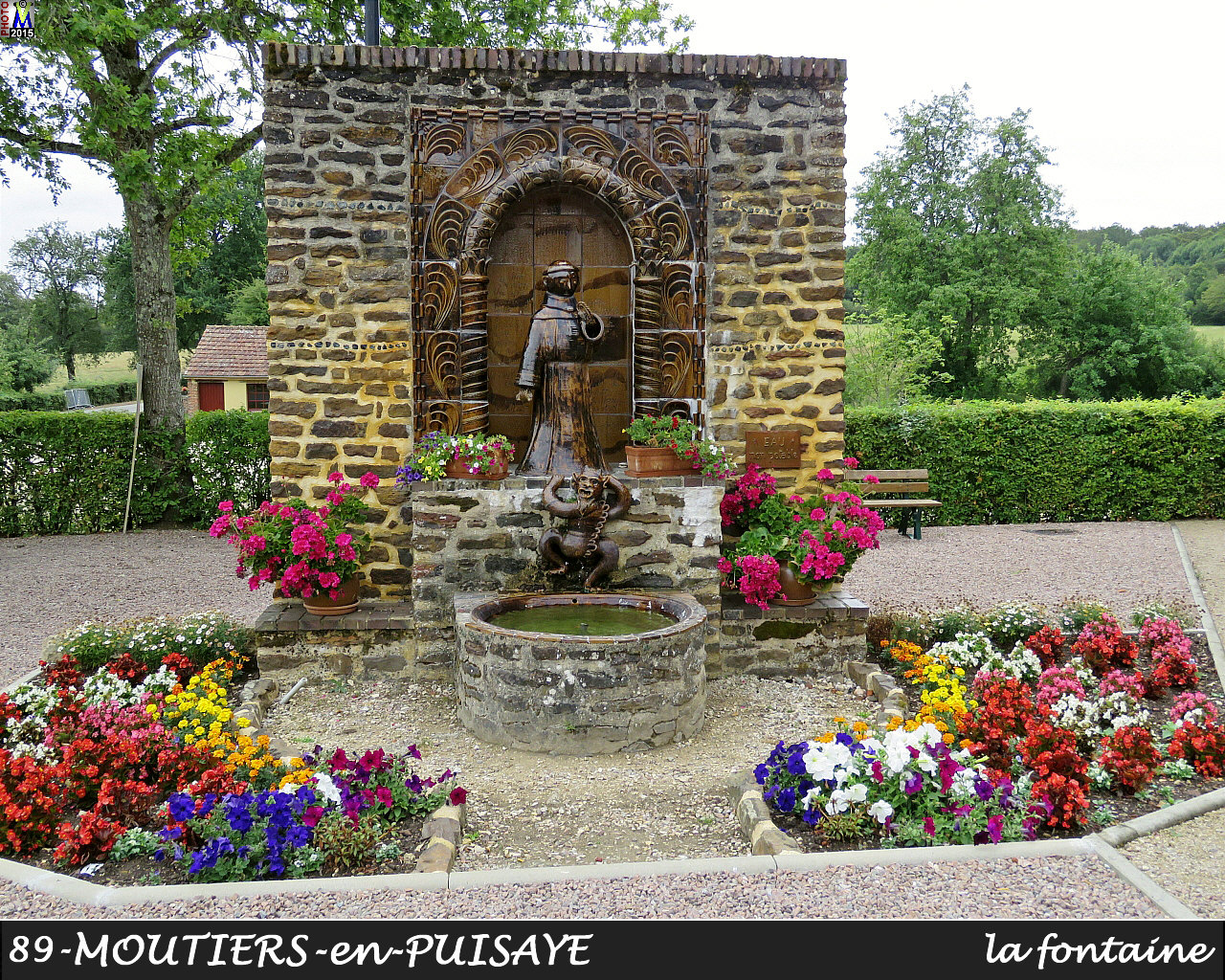89MOUTIERS-PUISAYE_fontaine_100.jpg